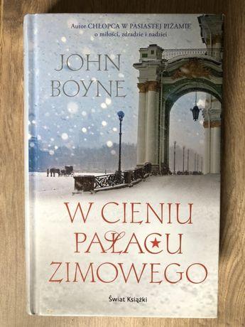 W cieniu pałacu zimowego John Boyne