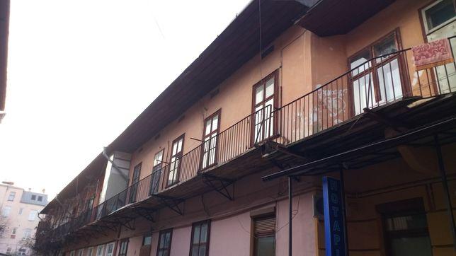 Продам 2 кімнатну квартиру в центрі без ремонту на вул.Івана Франка 16