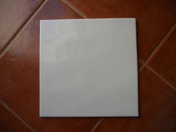 Revestimento cerâmico da Revigres, branco