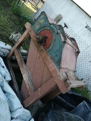 Maszyna niemiecka zabytek do młocenia mlockarnia
