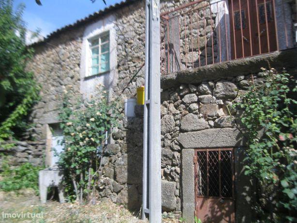 casa r/c e 1º andar cerca de 160 m2 em pedra (stone)