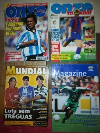 Quatro revistas de futebol antigas e históricas