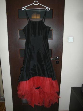 Hiszpańska sukienka z czerwoną tiulową falbaną Studniówka Wesele Bal