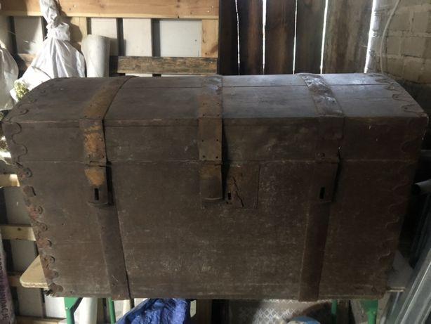 Zabytkowa drewniana skrzynia
