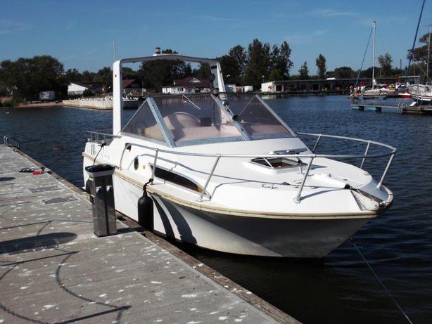 Łódz kabinowa motorowa,Yacht motorówka