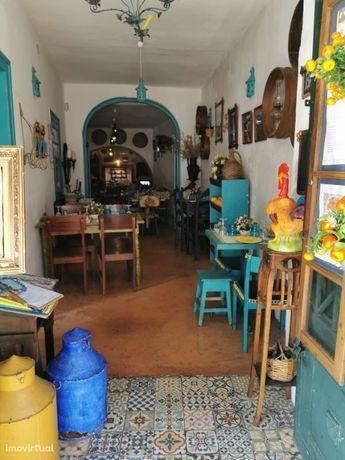 Restaurante típico para Trespasse em Alfama