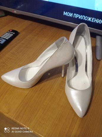 Туфли женские Garrini