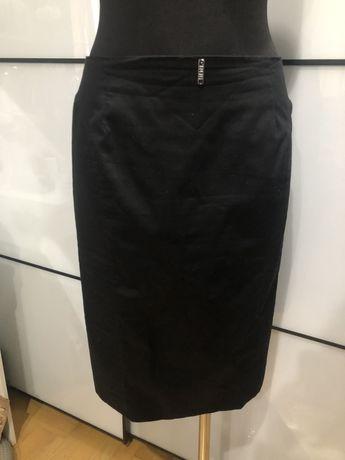 Ołówkowa, czarna spódnica Simple 38