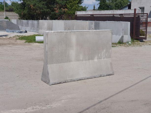 Sciana oporowa przegroda betonowa silos zboże wiata kruszywa kukurydza
