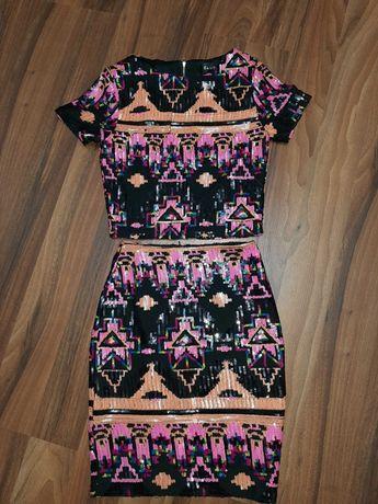 Продам шикарный модный костюм на девочку в паетках