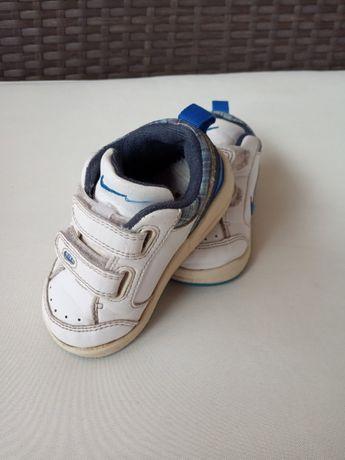 Adidasy buty firmy Nike rozm. 20