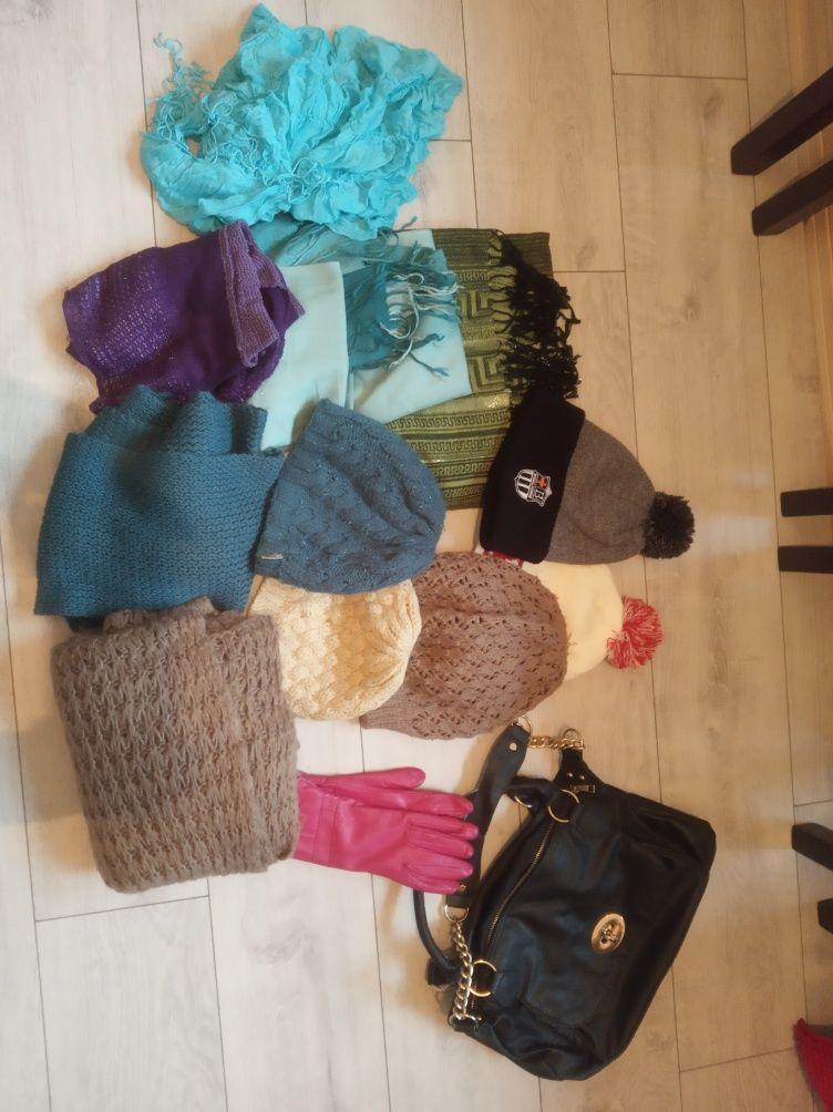 Czapki szale rękawiczki torebka + ubrania- za czekolade