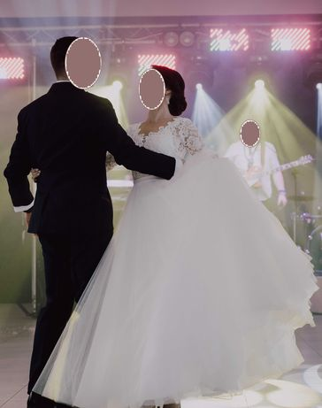 Śliczna suknia ślubna z dodatkami