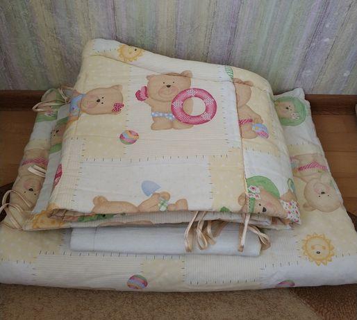 Защита, одеяло, постельное белье в кроватку (10 единиц)