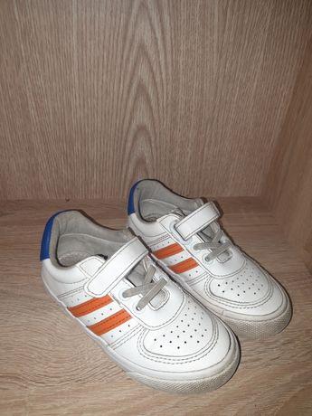 Кроссовки на  мальчика 28 размер