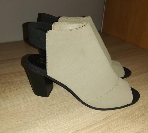 Sandałki zamszowe rozmiar 38 wkładka 24.5