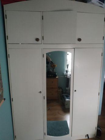 Szafa biała vintage z lustrem