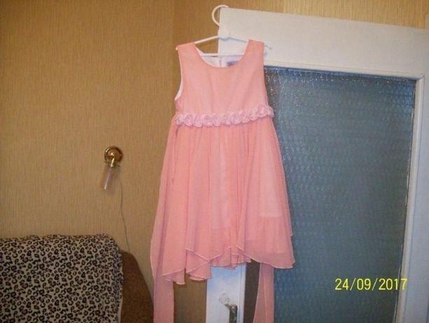 нарядное легкое платье на девочку 6-7 лет, прекрасное качество и состо