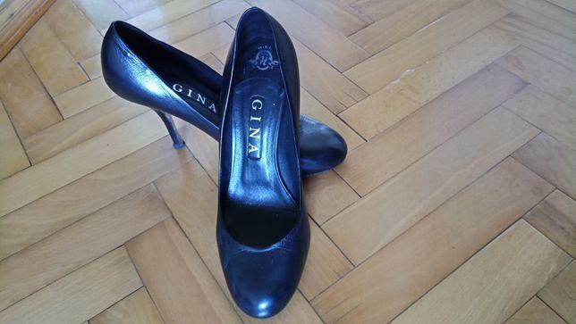 Туфлі...шкіряні.