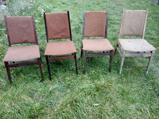 Sprzedam stare krzesła.