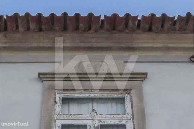 Quintinha em Grijó - Casa antiga de do inicio sec XX com terreno
