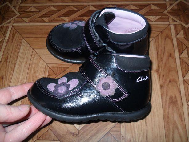 кожаные демисезонные ботиночки Clarks 5 F стелька 13.5 см