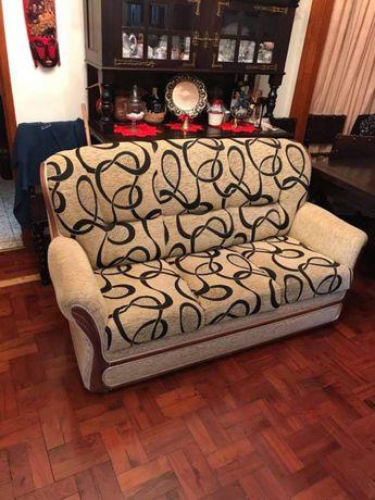 Vendo sofa em bom estado de tres lugares