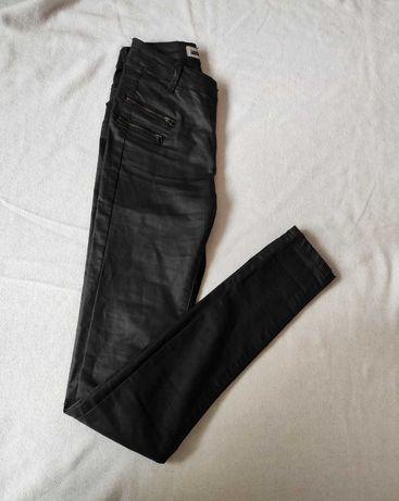 spodnie rurki woskowane zamki po bokach XS