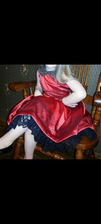 Платье нарядное на 5 лет , 220 грн + в подарок платье с рукавами