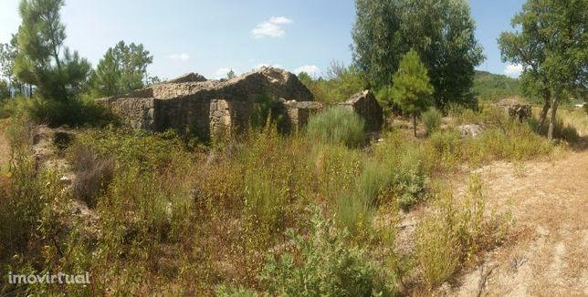 Quinta com casa de pedra