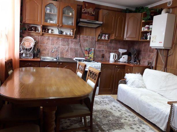 Продажа 2х квартири з меблями і технікою, м.Бережани, центр