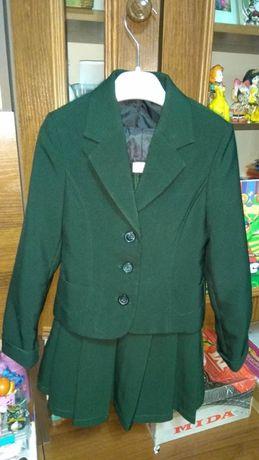 Школьный пиджак для девочки и сарафан зеленого цвета р.116