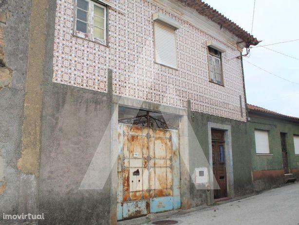 Moradia para reconstrução em São João de Loure - Albergar...