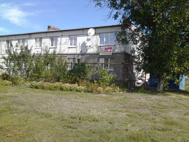 продам трехкомнатную квартиру в центре села Заря.