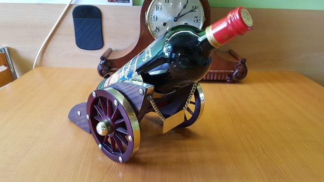 Stary stojak na wino