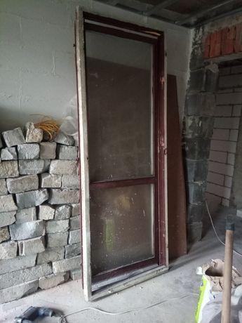 Okna i drzwi na budowe