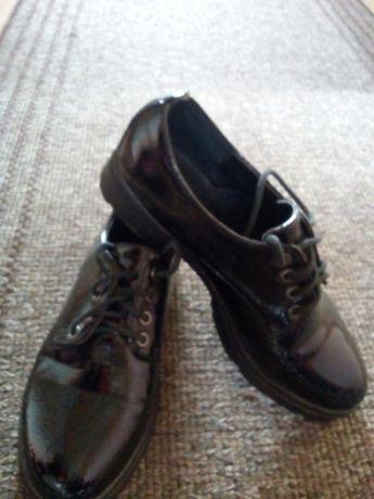 Туфлі чорні лакові