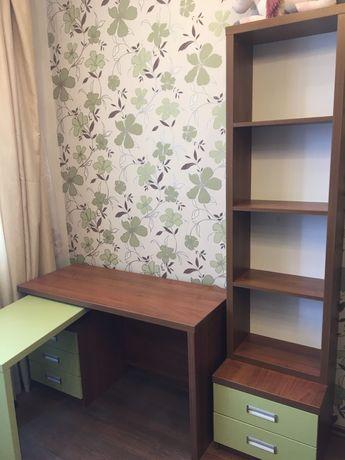 Школьная мебель: раздвижной стол и пенал