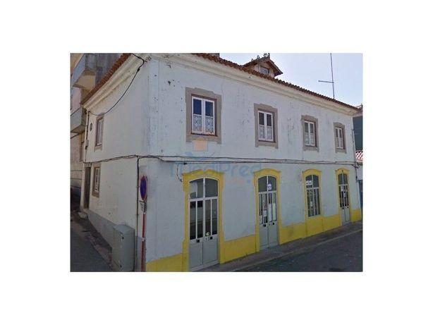 Edifício com 3 frações no CENTRO de Peniche!