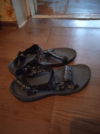 Продам мужские спортивные сандали