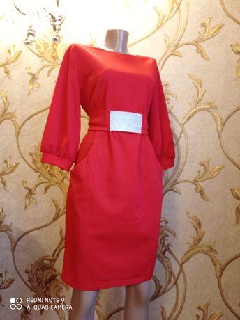 Плаття червоне на 46-48