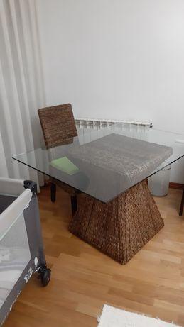 Mesa / secretária e cadeira