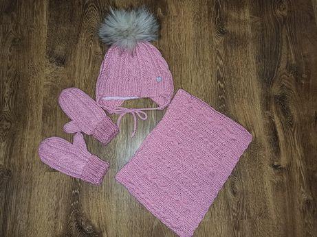 Вязаный набор на девочку(шапка, хомут, варежки и манишка)