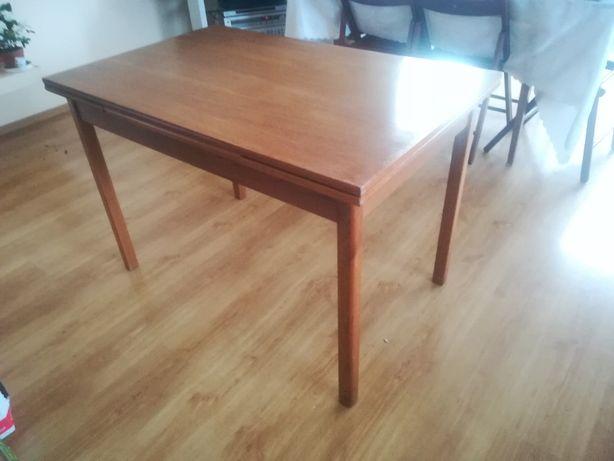 Stół rozkładany, odkręcane nogi, solidny , stabilny,