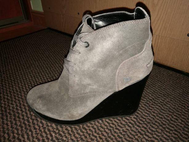 Sprzedam szare buty na koturnie Lacoste rozm 40 na wiosnę.