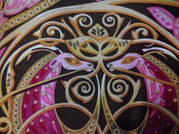Платок шелковый с рисунком