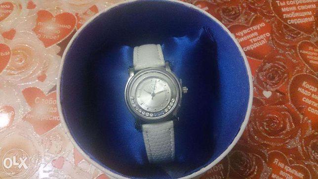 Продаю элегантные дамские часы.