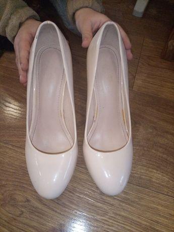 Жіночі туфлі 40 розміру .