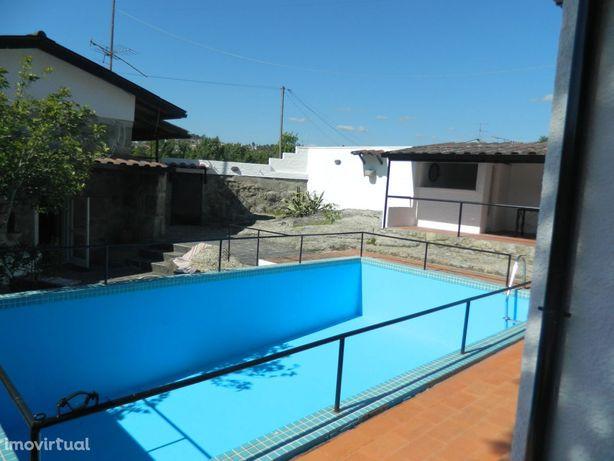 2 moradias com Piscina, Campo de Futebol e Salão de Jogos