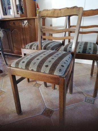 Krzesło tapicerowane na sprężynach